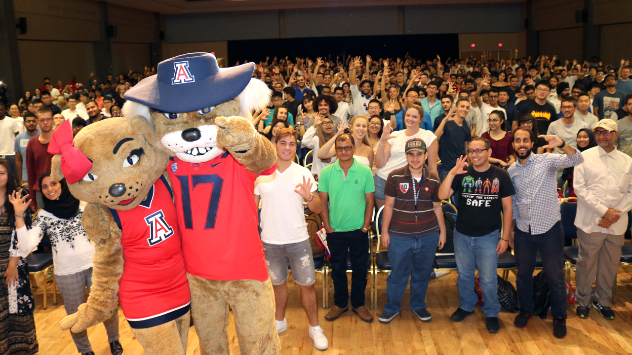 Wilma and Wilbur Wildcat visit new students at the 2018 Global Wildcats Orientation