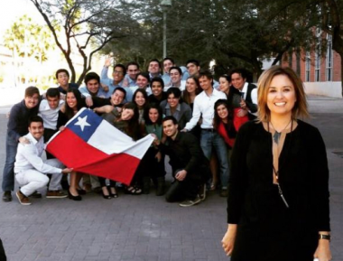 Nadia Alvarez Mexia with a group of student from Chile